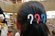 Haarspange mit drei Fragezeichen