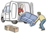 Umzug: Ein Sofa wird in einen Transporter geladen