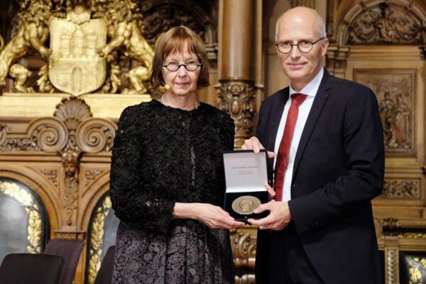 Direktorin der Bücherhallen Hamburg und Hamburgs Erster Bürgermeister