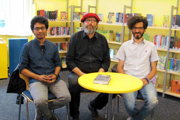 Foto: Zwei geflüchtete Autoren mit Sven j. Olsson
