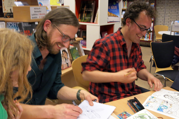 Zwei Illustratoren bei der Arbeit