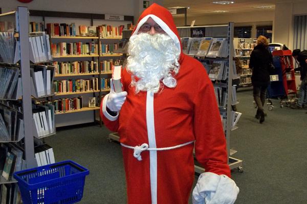Der Weihnachtsmann zu Gast in der Bücherhalle
