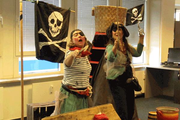 Theater Pulcinella spielt ein Piratenstück