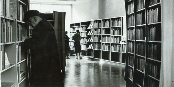 Ausleihräume der Bücherhalle Barmbek 1953