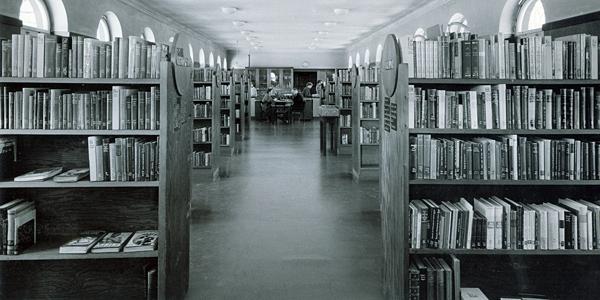Ausleihräume der Bücherhalle Bergedorf um 1950