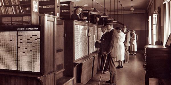Buchausgabe in der Bücherhalle Eppendorf etwa 1927